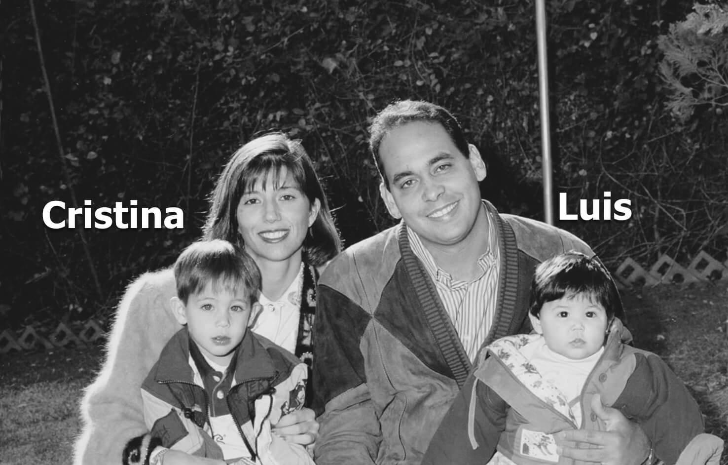 Cristina y Luis Costa al lado de sus hijos